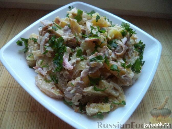 Салат с кальмарами и жареными грибами рецепт с