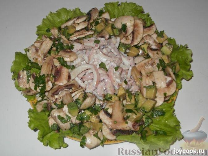 Салат из кальмаров с шампиньонами