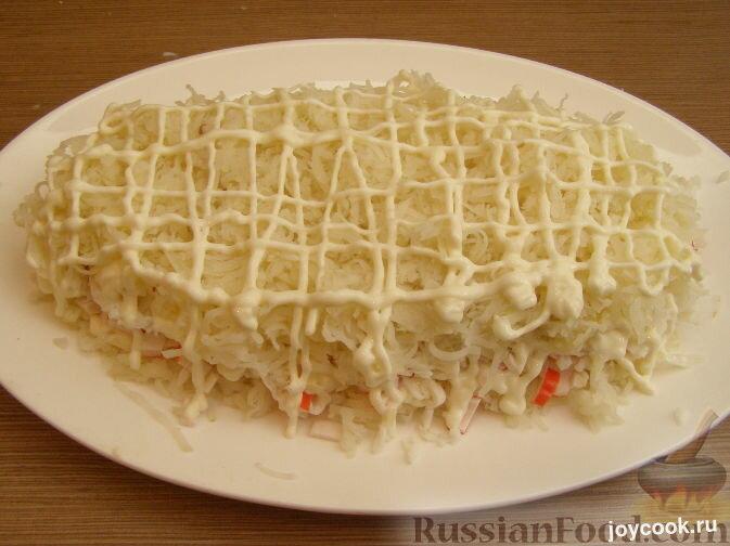Салат нежность с крабовыми палочками и сыром слоями с фото пошагово
