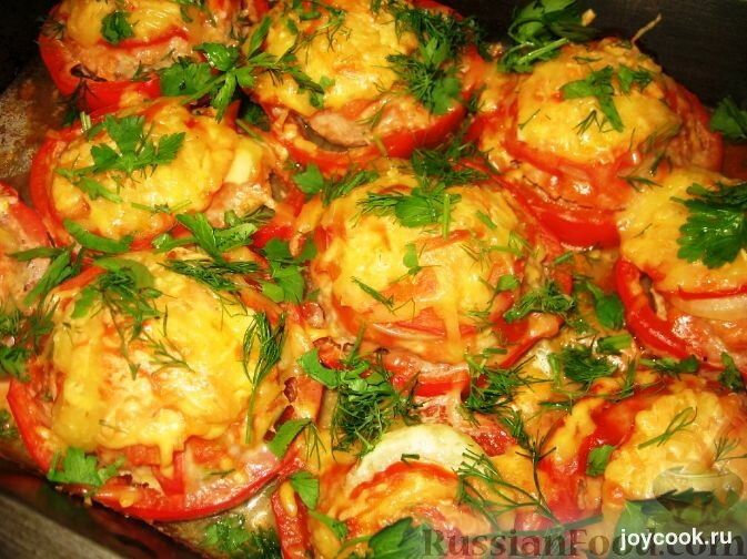 Гнезда из фарша в духовке с помидором и сыром в духовке