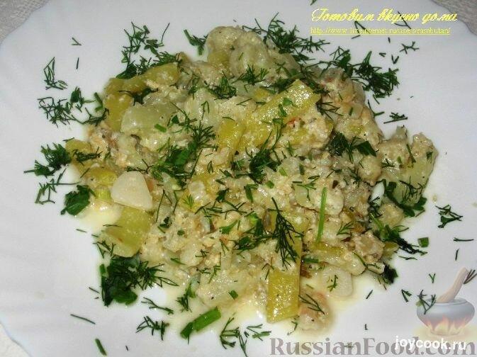 Блюдо из стручков фасоли и цветной капусты