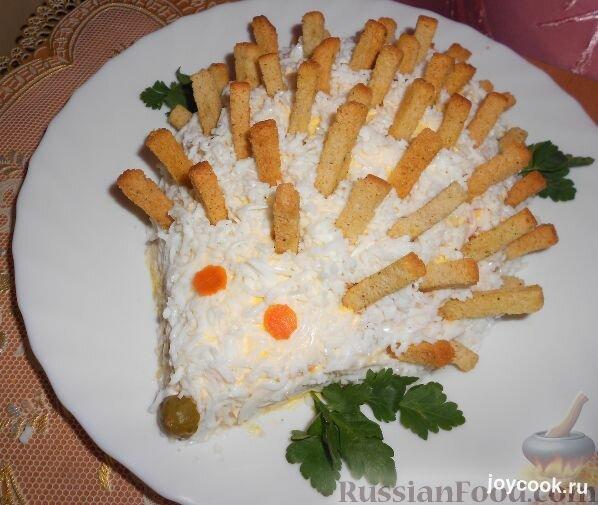 Слоеные салаты с сухариками