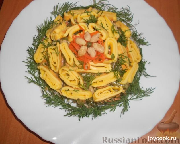 Салаты с омлетом и курицей грибами рецепты с