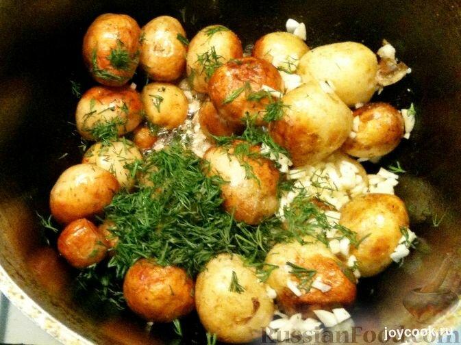 Картофель с укропом и чесноком