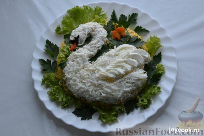 Салат белый лебедь с грибами и копченой курицей