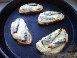 Горячие бутерброды со шпротами и сыром: Горячие бутерброды со шпротами и сыром готовы.