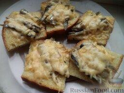 Горячие бутерброды со шпротами или сардинами и сыром: Горячие бутерброды со шпротами и сыром готовы.  Точно так же, как бутерброды из шпрот, можно приготовить горячие бутерброды с сардиной и сыром.   Приятного аппетита!