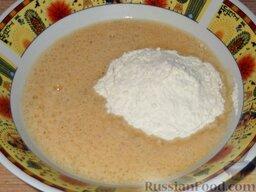 Мидии жареные: Понемногу добавлять муку. Замесить жидкое тесто - оно должно быть как сметана.