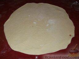 Фыдчин (осетинский пирог с мясом): Раскатать вторую лепешку толщиной 0,2-0,3 см.