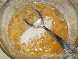 Заварной крем: Охладить, добавить в яйца, взбитые с сахаром, и тщательно перемешать.