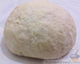 Сметанное тесто для пиццы: Из муки и сметаны замесить тесто.