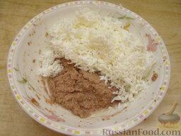 Салат из печени трески (минтая) с яйцами: Белки смешать с печенью.