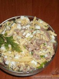 Салат из печени трески (минтая) с сыром: Салат из печени минтая (или печени трески) украсить веточками зелени.