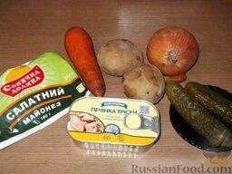 Салат из печени трески (минтая) с овощами: Подготовить продукты для салата из печени трески.
