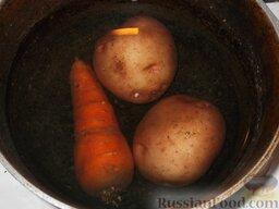 Салат из печени трески (минтая) с овощами: Как приготовить салат из печени трески с овощами:    Морковь и картофель отварить