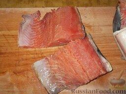 Горбуша домашнего посола: Как приготовить горбушу домашнего посола:  Отделить филе рыбы - снять кожу и удалить кости.