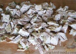 Окрошка классическая: Пока варятся яйца и картофель, нарежьте мясо кубиками поперек волокон…