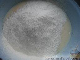 Блины кукурузные: Подсыпая небольшими порциями муку, замесить густое тесто как для оладий.