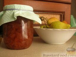 Варенье грушевое: Перед последней варкой добавить мелко резанный лимон. И ваниль по желанию. Уложить в баночки и закрыть салфеткой до зимы.