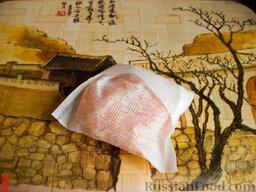Варенье из арбузных корок: Перед концом добавляем цедру лимона (или апельсина). Я положил цедру в бумажный мешочек, чтобы потом не искать по всей кастрюле кусочки.