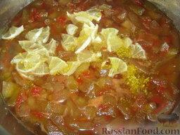 Арбузное варенье: В наше варенье кладем цедру и кусочки лимонов. Перемешиваем.