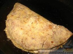 Ленивый бризоль: Накрыть второй половиной мясного блина.