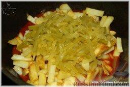 Азу по-татарски: Самое время проверить готовность мяса, выправить вкус на соль и скорее всего на сахар, если используются свежие помидоры.