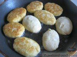 Картофельные котлеты с ливером: Картофельные котлеты с ливером готовы.   Подавать картофельные котлеты теплыми со сметаной или грибным соусом.  Приятного аппетита!