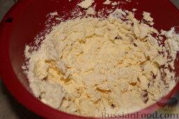 Творожное печенье: Как приготовить творожное печенье:    Творог смешать с маргарином (или маслом), добавить яйцо, соду (или разрыхлитель), соль и перемешать. Постепенно добавить просеянную муку и замесить тесто.