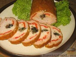 Рулет из куриного и свиного фарша: Мясной рулет нарежем ломтиками.  Приятного аппетита!