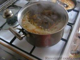 """Борщ """"Красный-Прекрасный"""" с курицей: Через минут 15 варки курицы добавить в кастрюлю картофель, лук и морковь."""