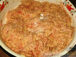 Мясокартофельные оладьи с грибами: Хорошо вымешиваем, добавляем сливки и еще вымешиваем.