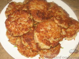 Мясокартофельные оладьи с грибами: Готовые картофельные оладьи с фаршем выложим на тарелку и поставим в теплое место.