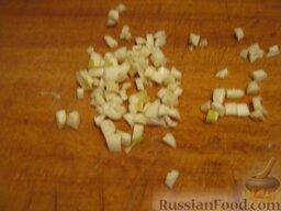 """Постный борщ """"Южный"""": Очистить и нарезать мелко чеснок."""