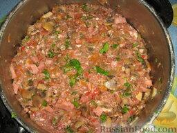 Голубцы из савойской капусты с мясо-грибной начинкой: Начинку тщательно перемешиваем, солим, перчим по вкусу. Она должна получиться сочной.