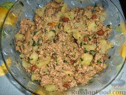Кулебяка с мясом, грибами и картофелем: Хорошо перемешать.