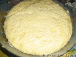 Кулебяка с мясом, грибами и картофелем: Тем временем наше тесто поднялось, увеличилось в 2 раза в объеме.