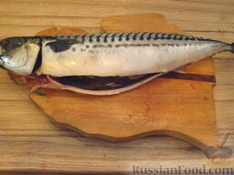 Запеченная скумбрия с мидиями и картофелем: Рыбу выпотрошить, жабры удалить. тушку вымыть.