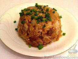 Рис с баклажанами: При подаче рис с баклажанами посыпать зеленым луком.