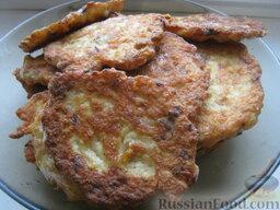 Куриные оладьи с грибами и сыром: Куриные оладьи с грибами и сыром готовы. Подавать с любимым гарниром.  Приятного аппетита!