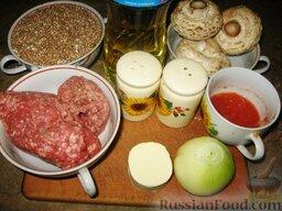 Гречневая каша с молотым мясом и грибами: Приготовление каши гречневой с мясом и грибами.    Из гречневой крупы сварить кашу. Для этого взять воды в 2,5 раза больше, немного посолить. Варить 15-20 минут на медленном огне до впитывания воды.