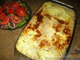 Гречневая каша с молотым мясом и грибами: К запеканке из гречневой каши с мясом и грибами можно приготовить салат из свежих овощей.