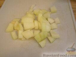 Борщок с чесночной заправкой: Лук очистить и нарезать квадратиками.