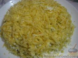 Салат «Капли страсти»: 5 слой - сыр, майонез.