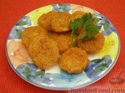 Ароматные котлетки из курицы и сыра: Подавать котлетки из курицы и сыра теплыми.    Приятного аппетита!