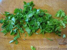 Украинский постный борщ: Помыть и мелко нарезать зелень.