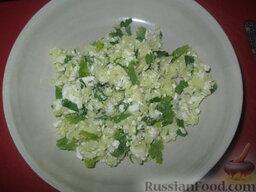 Холодный суп на кефире: Как приготовить холодный суп на кефире:  Картофель и сыр натереть на крупной терке, петрушку измельчить.