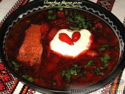 Опильский борщ: В тарелку положить сметану по вкусу, посыпать борщ на квасе свежемолотым черным перцем или добавить по желанию  красный жгучий перчик.  Приятного аппетита!