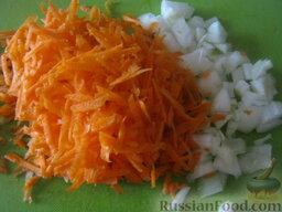 Рисовая каша с сухофруктами (в мультиварке): Как приготовить рисовую кашу с сухофруктами (в мультиварке:    Почистить и помыть лук и морковь. Лук порезать кубиками. Морковь натереть на крупной терке.