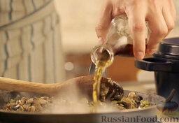 Крем-суп из шампиньонов: Добавить коньяк.